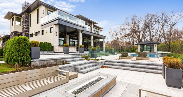 House of The Week: Modern Mansion in Hudson's Valleys Combines Modern Technology and Elegant Design