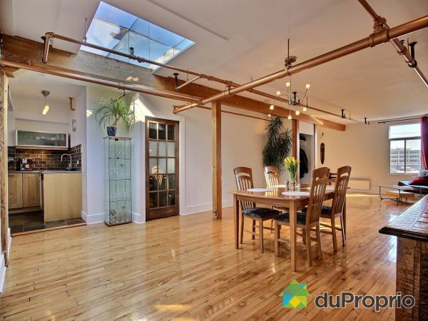Sun drenched loft with private terrace on plateau mont for Petite salle a manger