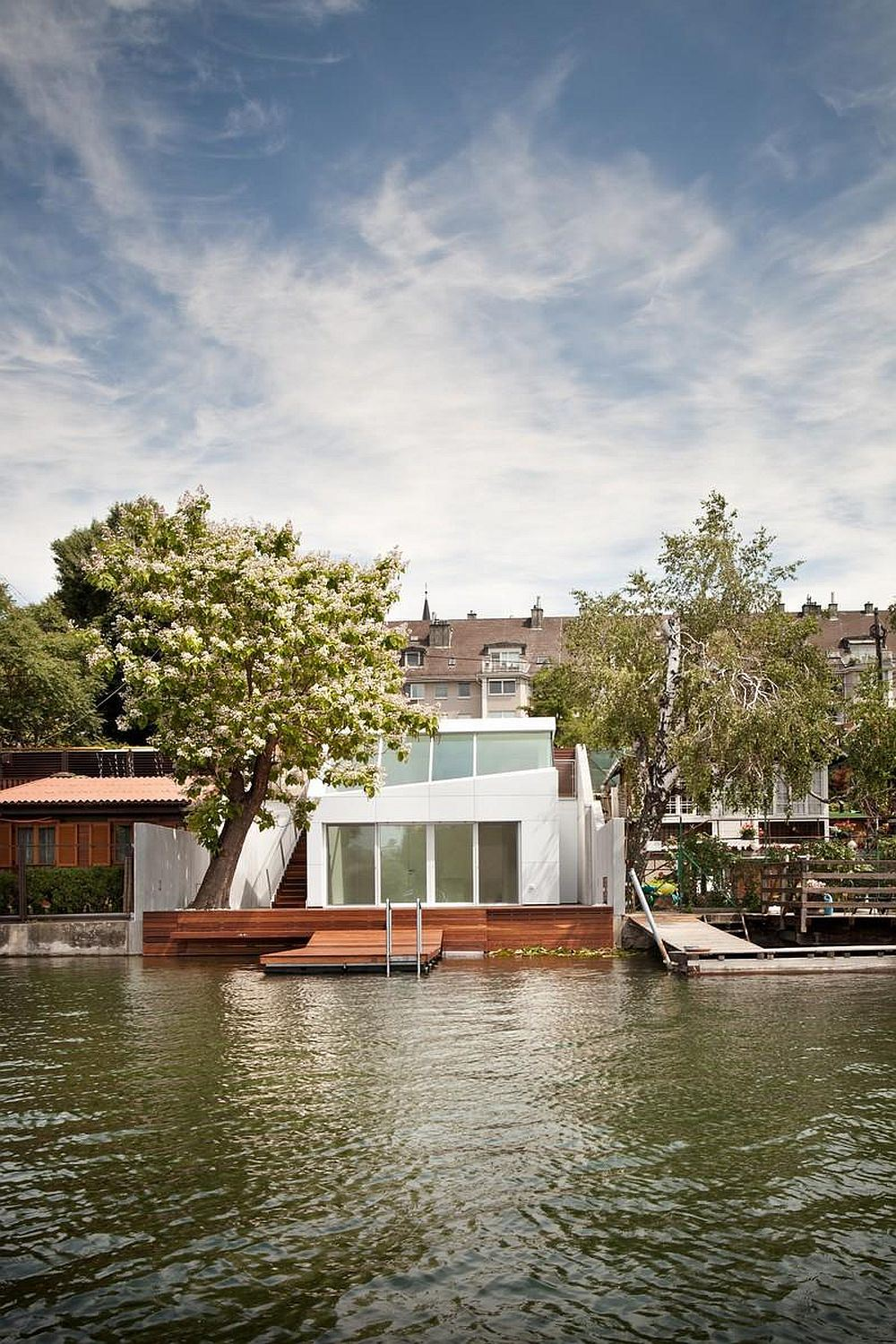 share-architects-bathing-hut-exterior3-via-smallhousebliss