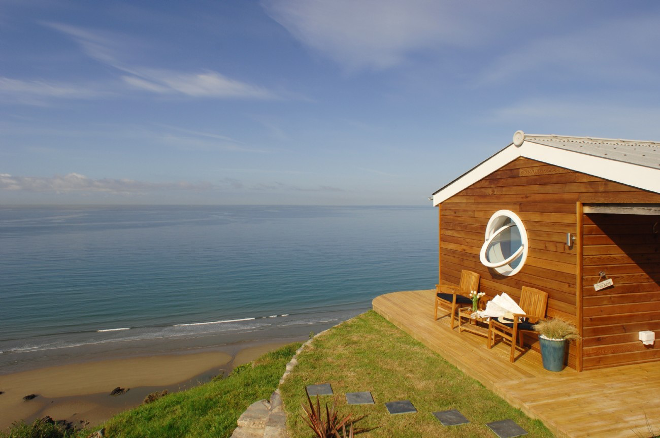 the-edge-cornwall-exterior3-via-smallhousebliss