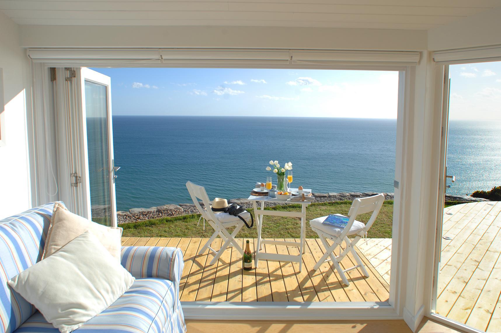 the-edge-cornwall-living2-via-smallhousebliss