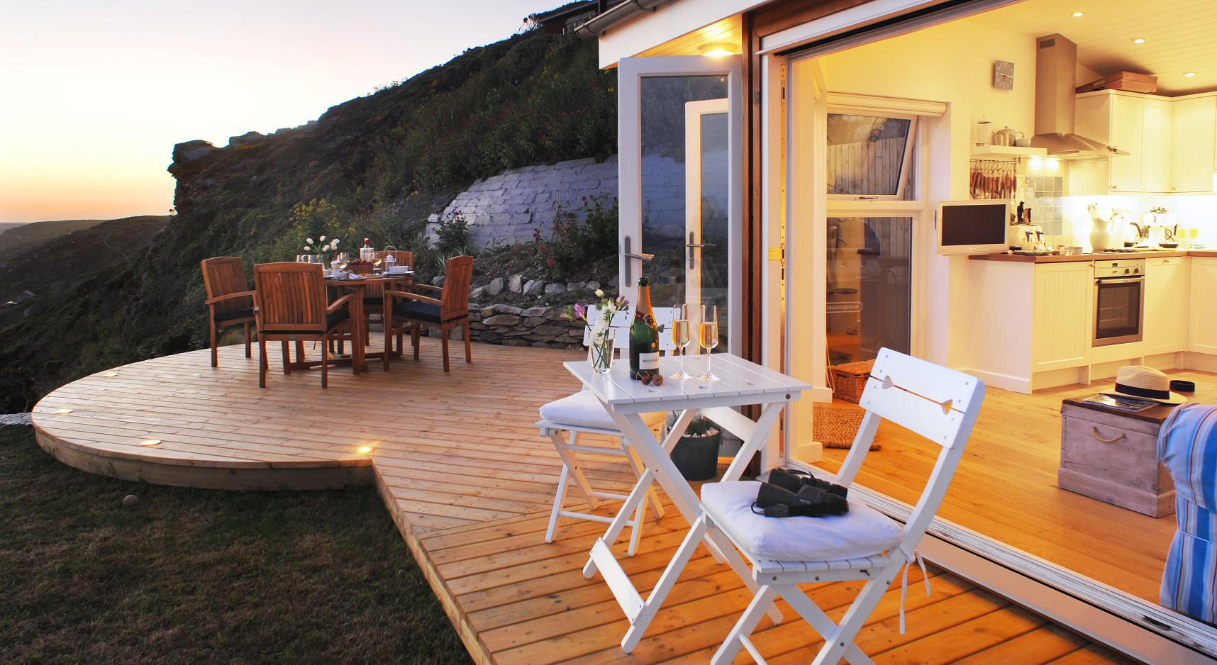 the-edge-cornwall-patio2-via-smallhousebliss