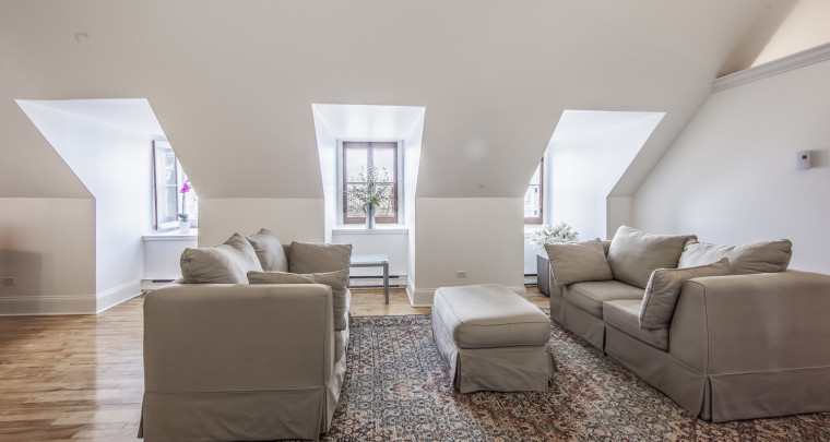 Reign on Your Part of Historical Vieux-Québec With This Freshly Renovated Unit