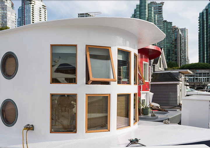 Would you Live on This Sweet Coastal Seahome Downtown Vancouver?