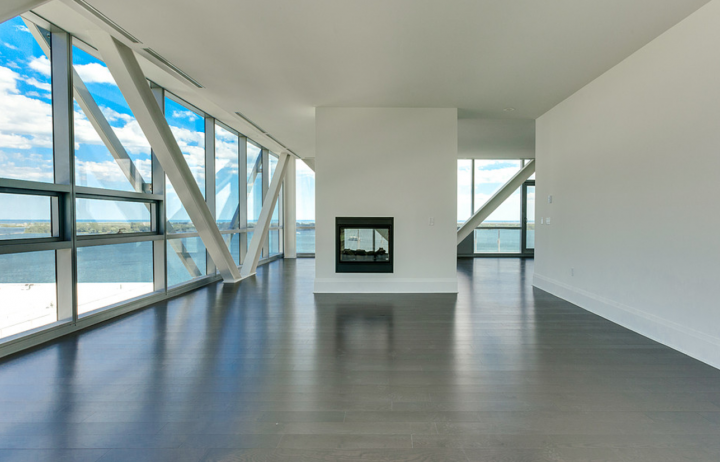 Condo of the Week: Inside a $4 750 000 Waterfront PH at Pier 27 in Toronto