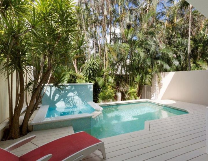 Inside a Breezy 2.5M$ Townhome With Backyard Oasis in Delray Beach, Florida